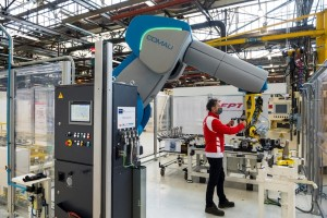 Robots partner with humans at FPT Industrial through COMAU
